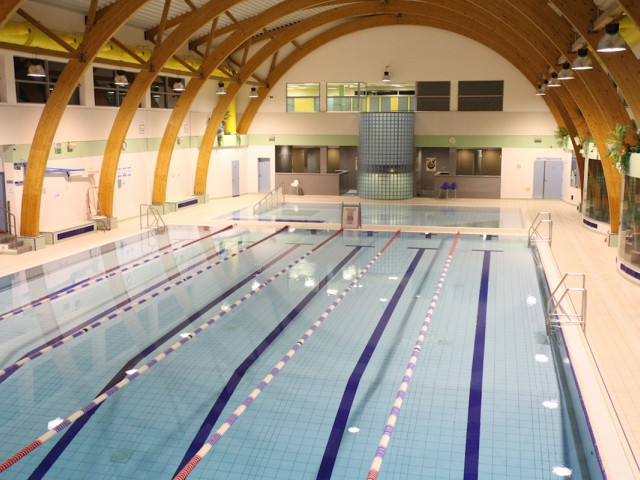 Do you have a swimming pool at your place girlsaskguys for Piscine woluwe